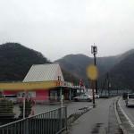好立地!主要県道沿いで良く目立つ、駐車場付の居抜き店舗・事務所物件。