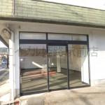 アクセス良好!良く目立つ場所に建つ店舗・事務所物件。