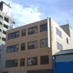 JR明石駅近く、2号線沿いに建つ事務所物件。