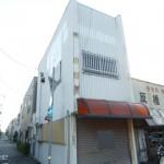 名古山トンネル近く、2号線沿いの2階建て店舗物件。
