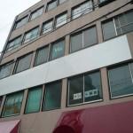 JR姫路駅徒歩圏内、広々とした明るい室内のスケルトン事務所物件。