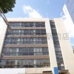 姫路市役所近く、駅南大路沿いに建つ角部屋の事務所物件。