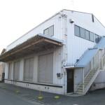 西今宿、2階建ての倉庫付事務所物件。