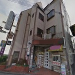 高砂駅すぐ、2階角部屋の店舗・事務所物件。