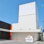 太子町、国道179号線沿いで良く目立つ、大型の店舗物件。