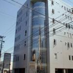 姫路駅から徒歩8分、駐車場完備の事務所物件。
